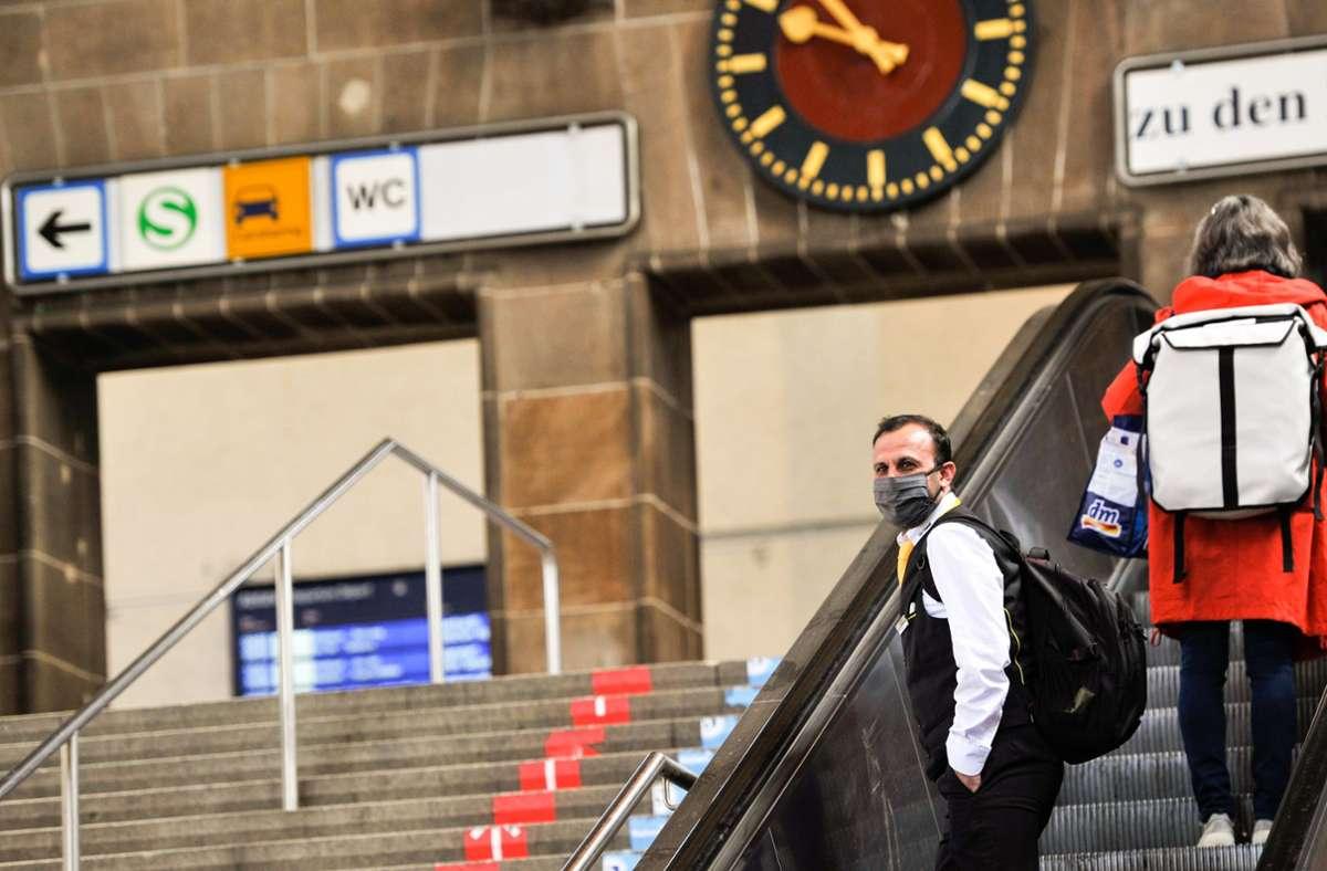 In Bahnhöfen und Zügen überwacht nun die Bundespolizei die Maskenpflicht. Foto: Lg/Kovalenko (Archiv)