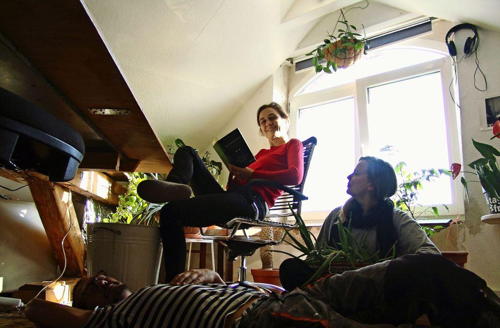 Gut zum arbeiten und gut zum Entspannen: Das O-Team in den Wagenhallen Foto: Friedl/Friedl