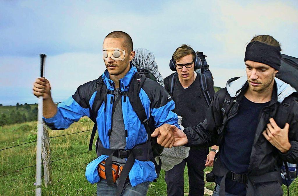 Bart hat die Augen verbunden, Jakob trägt Kopfhörer, David schweigt. Wie lassen sich so Konflikte austragen? Foto: privat