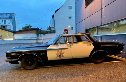 Was macht ein US-Polizeioldtimer vor dem Revier?
