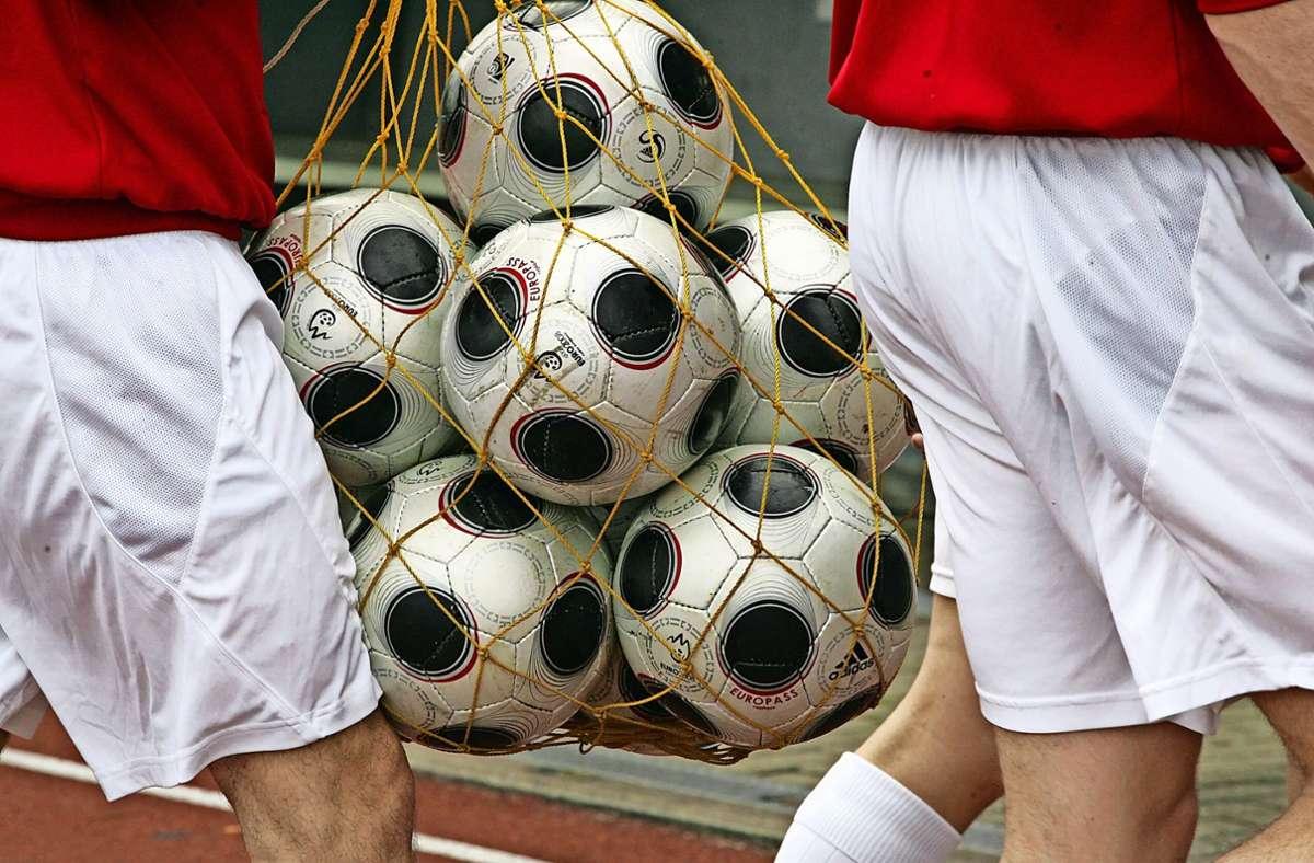 Das war es mit dieser Saison – die Fußbälle können bis auf Weiteres im Ballnetz bleiben, sie werden gerade nicht benötigt. Foto: