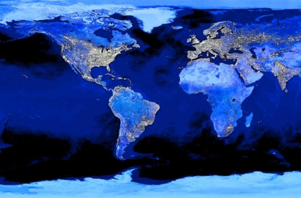 Ein Blick aus dem All zeigt, dass es nachts ganz schön hell leuchtet auf der Welt. Foto: nasa