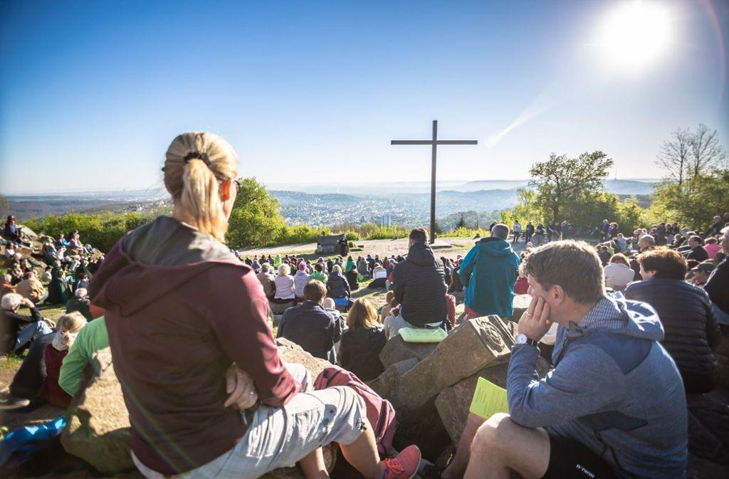 Am Ostersonntag um acht Uhr morgens fand der erste Freiluft-Gottesdienst der Saison statt. Foto: Lichtgut/Julian Rettig
