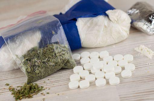 Spezialeinsatzkommando beschlagnahmt Drogen in rauen Mengen