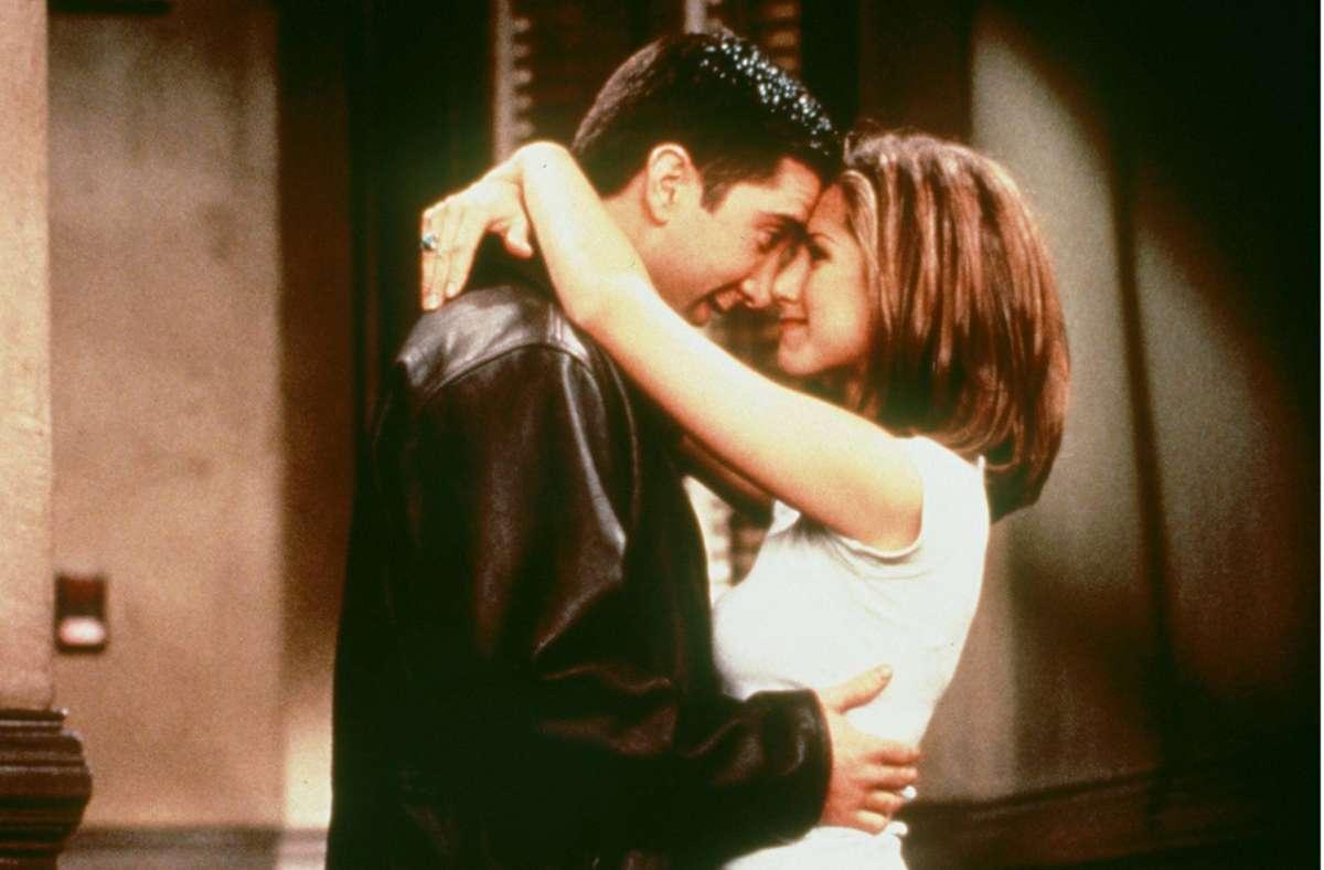 """Bei """"Friends"""" waren Ross und Rachel ein Traumpaar und auch im wahren Leben hatte es zwischen Jennifer Aniston und David Schwimmer während der Dreharbeiten gefunkt. Foto: imago images / United Archives/United Archives / kpa Publicity"""