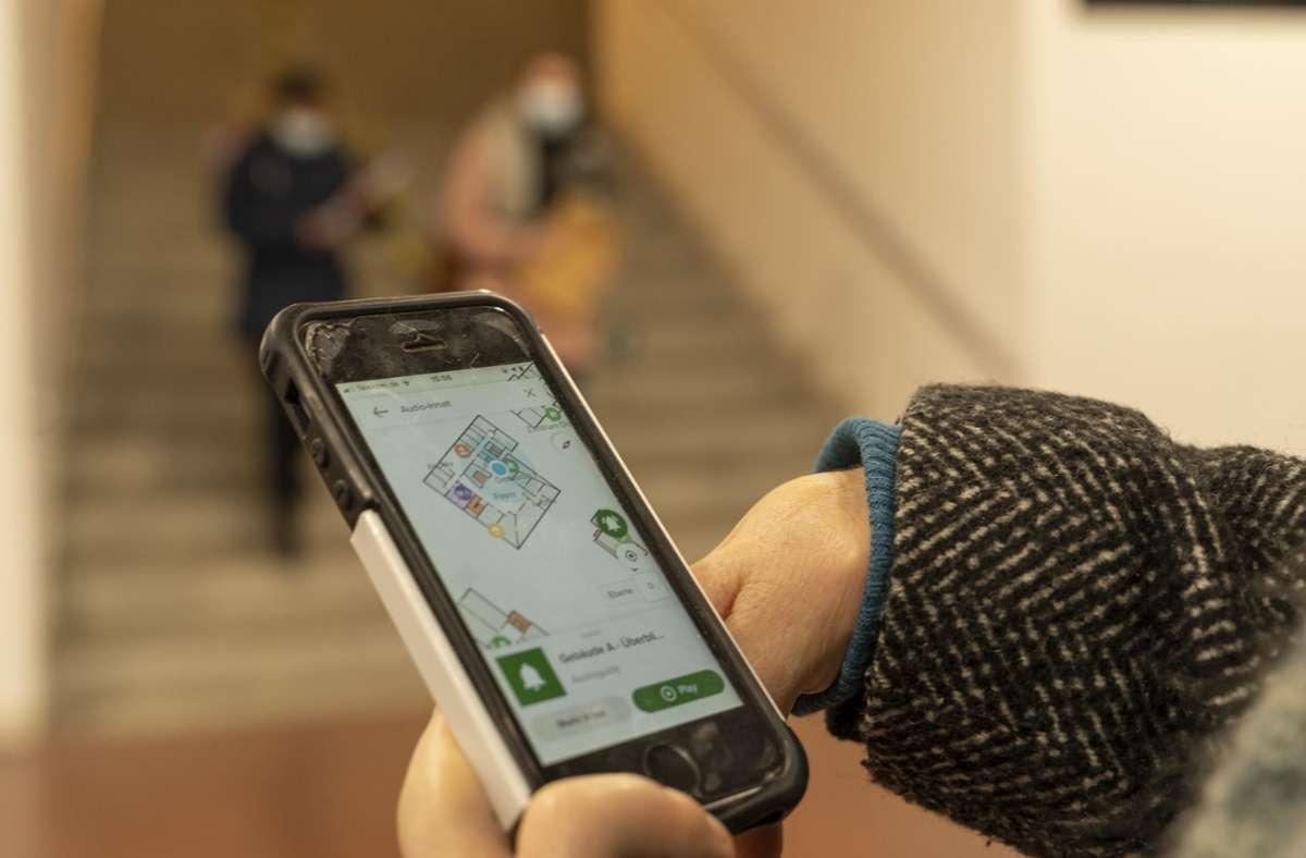 Blinde Menschen sollen sich mit Hilfe einer App besser auf dem Campus der Evangelischen Hochschule orientieren können. Foto: factum/Jürgen Bach