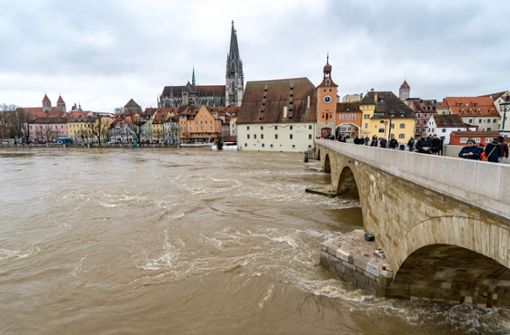 Wasser zieht sich zurück - noch Bahnstrecken gesperrt