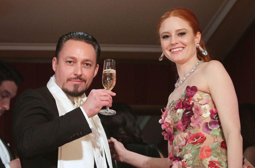 Der österreichische Unternehmer Klemens Hallmann (43) und das deutsche Model Barbara Meier (32) haben am Samstag in Venedig geheiratet. Foto: dpa