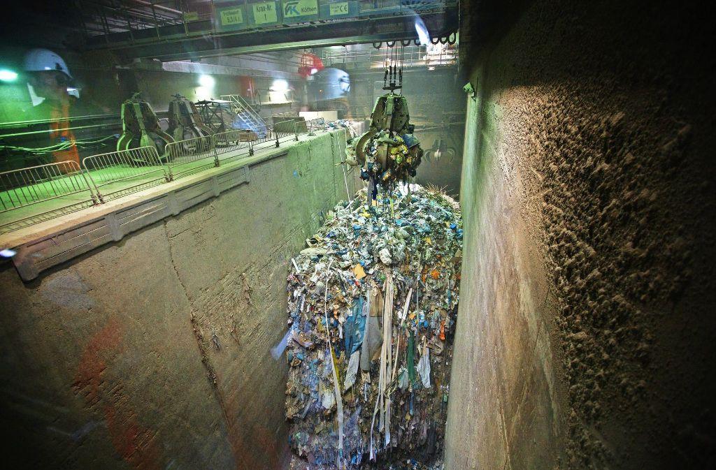 """Bis auf weiteres werden sich die Abfallmengen im """"Bunker""""  des Göppinger Müllheizkraftwerks  nicht vergrößern. Foto: Rudel/Archiv"""
