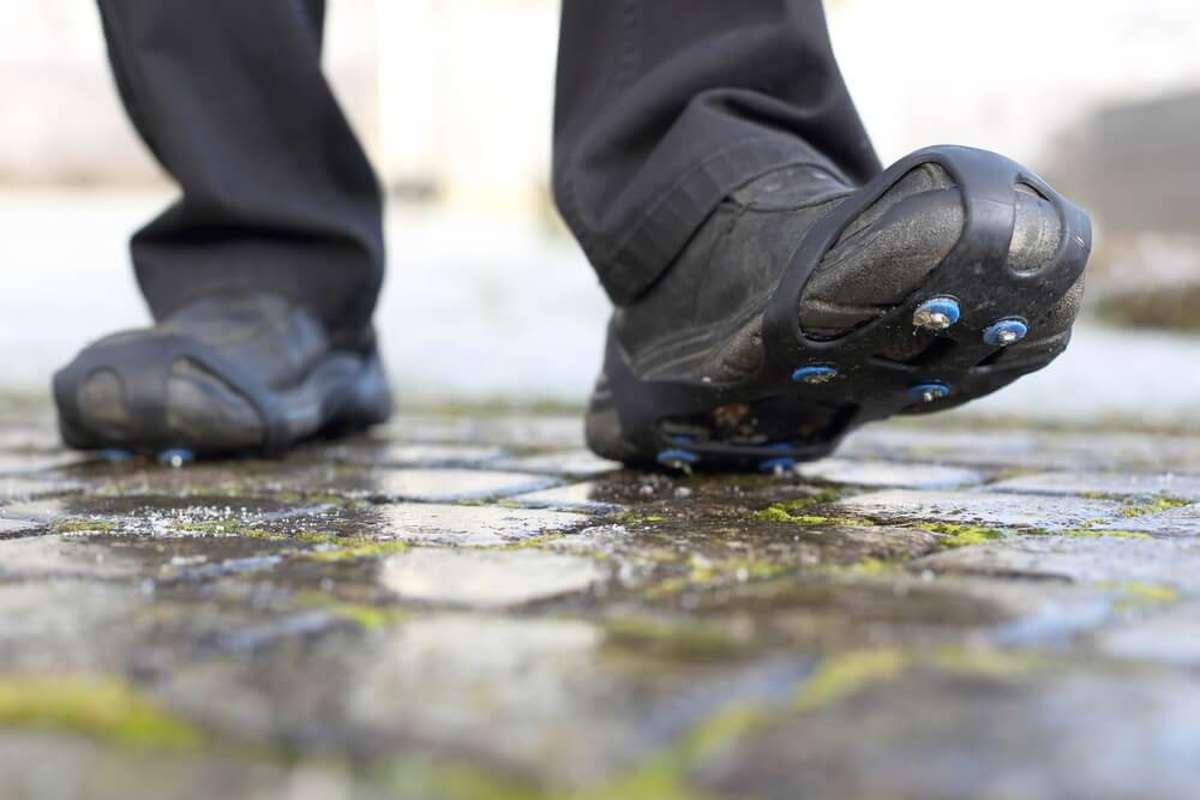 Überziehbare Spikes sind eine Möglichkeit. Foto: riopatuca / shutterstock.com