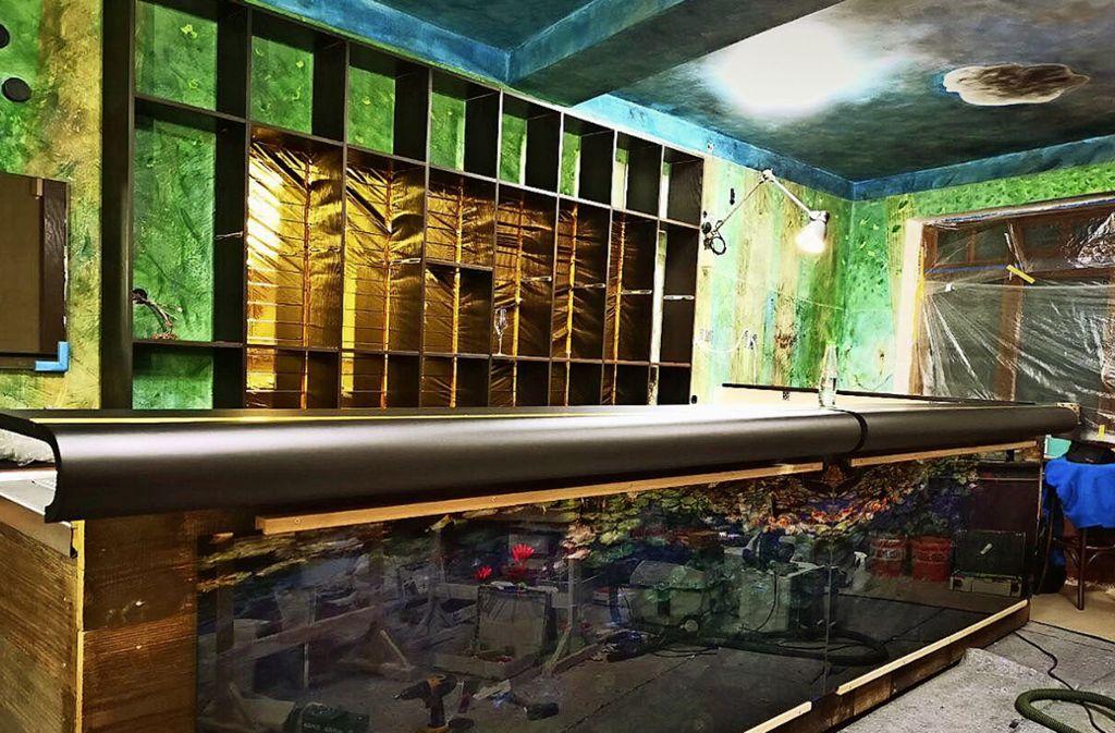 In dieser Bar an einem versteckten Ort der Altstadt    werden bald Flaschen stehen. Foto: Kappler