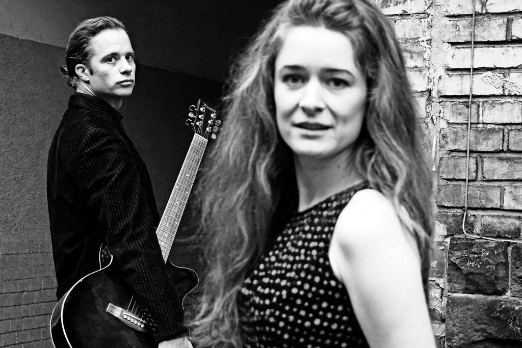 """Roman Roth spielt in """"Me and Mr Cash"""" Johnny Cash, Lucie Mackert spielt June Carter. Am 24. Januar ist Premiere im Stuttgarter Theaterhaus. Foto: Veranstalter"""