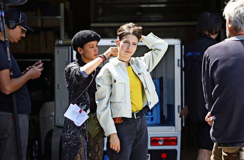 Soko-Dreharbeiten im Juli bei Kern in Kernen mit Schauspielerin Amina Merai als neue Polizeipraktikantin. Foto: Patricia Sigerist