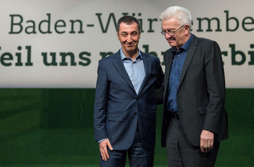 Cem Özdemir trat in Heidenheim  zum letzten Mal als Grünen-Bundesvorsitzender vor der Landespartei auf. Seine Abschiedsrede endete im Beifallsrausch.  Ministerpräsident Winfried Kretschmann dankte ihm. Foto: dpa