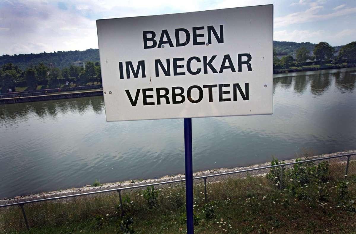 Ein Bad im Neckar ist verlockend, aber nicht ungefährlich. Foto: Achim zweygarth