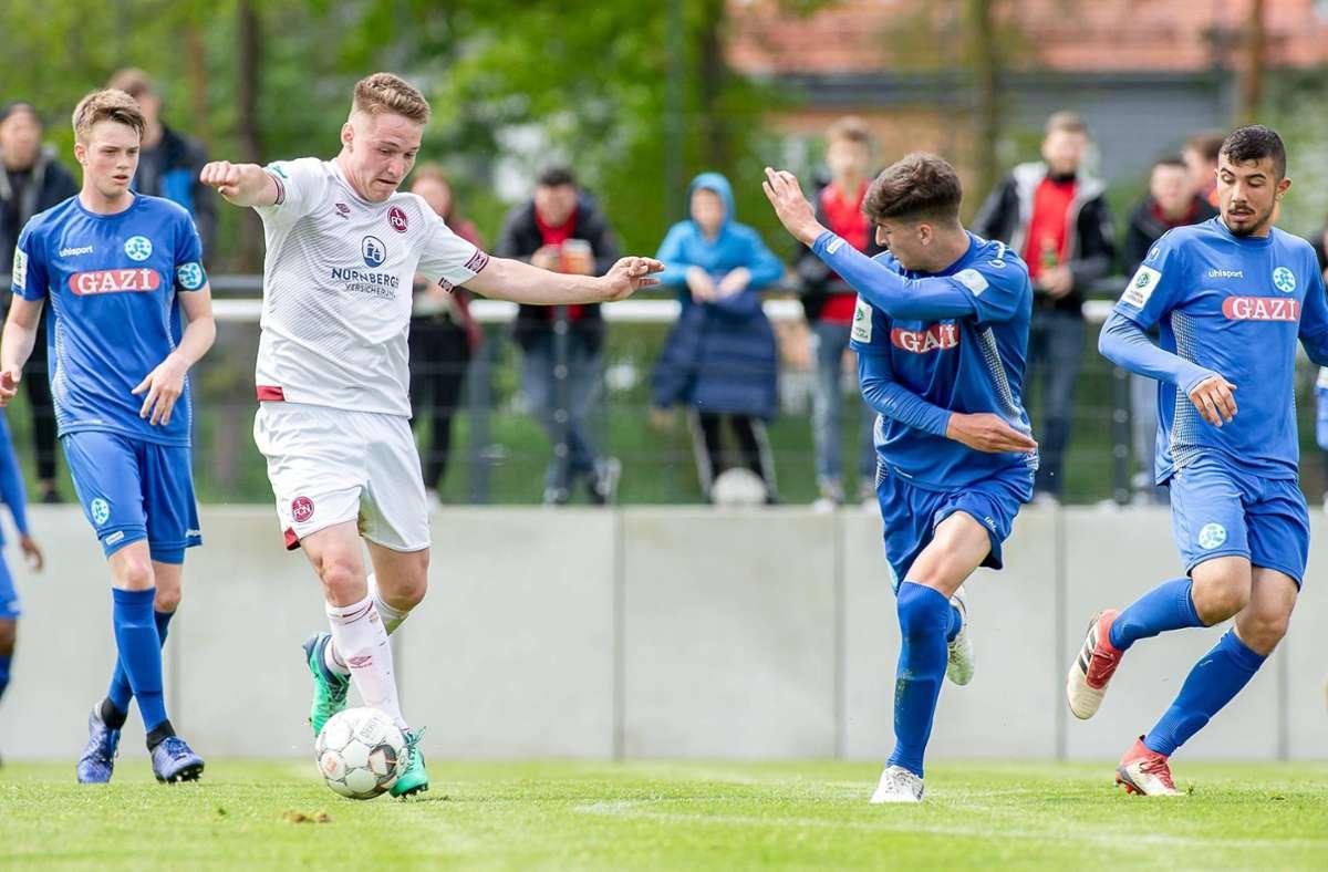 Die A-Junioren der Stuttgarter Kickers, hier in einem Duell mit dem 1. FC Nürnberg, kehren in die U-19-Bundesliga zurück. Foto: imago/Sportfoto Zink