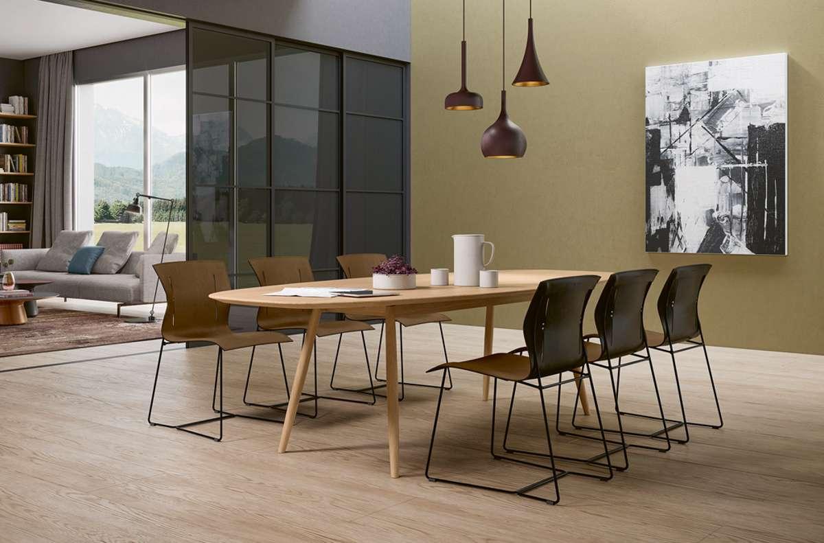 """Wie viele Möbel braucht der Mensch? Der Sattelleder-Stuhl """"Cuoio"""" von Walter Knoll zeigt, wie elegant Verzicht aussehen kann.  Foto: Walter Knoll"""