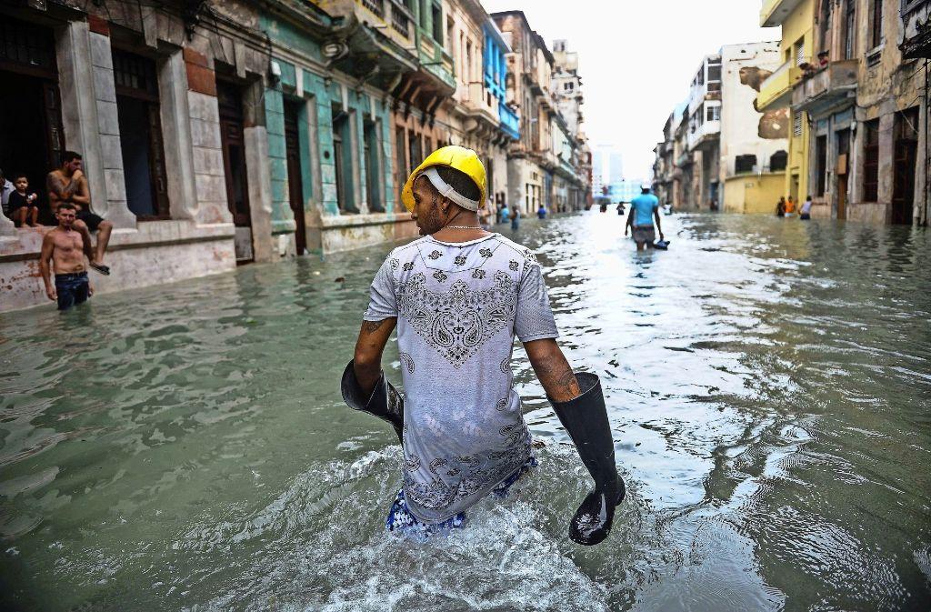 """Auf der Karibikinsel Kuba sind mindestens zehn Menschen durch Hurrikan """"Irma"""" ums Leben gekommen – die meisten sind  in der Haupstadt Havanna gestorben, wo manche dicht bewohnte Stadtteile von brusthohem Wasser überflutet wurden. Foto: AFP"""