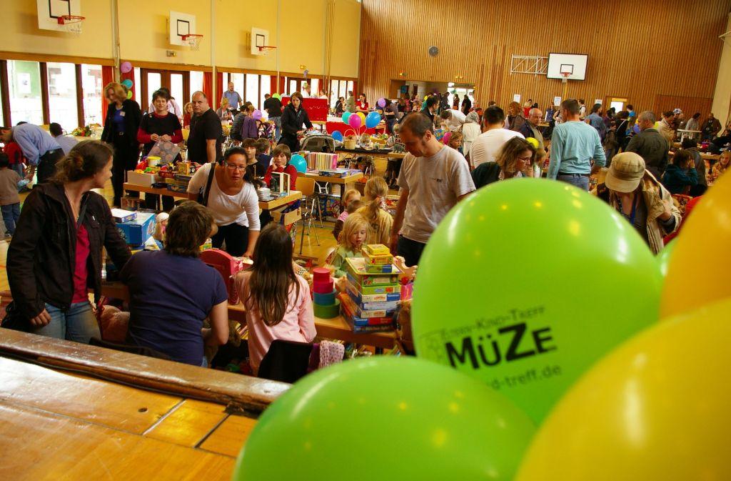 Der Müze-Flohmarkt in der Österfeldhalle ist immer gut besucht. Foto: Alexandra Kratz