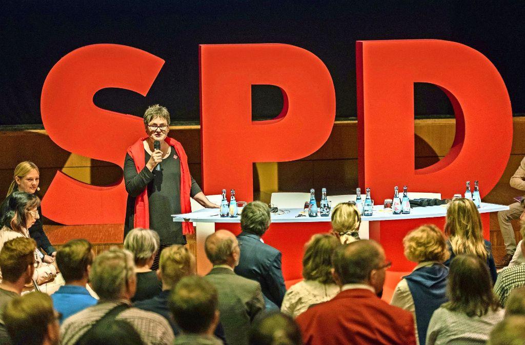 """Leni Breymaier macht beim """"Campaign Camp"""" in Filderstadt Mut: Nun sollen die SPD-Themen nach vorne geschoben werden. Foto: dpa"""