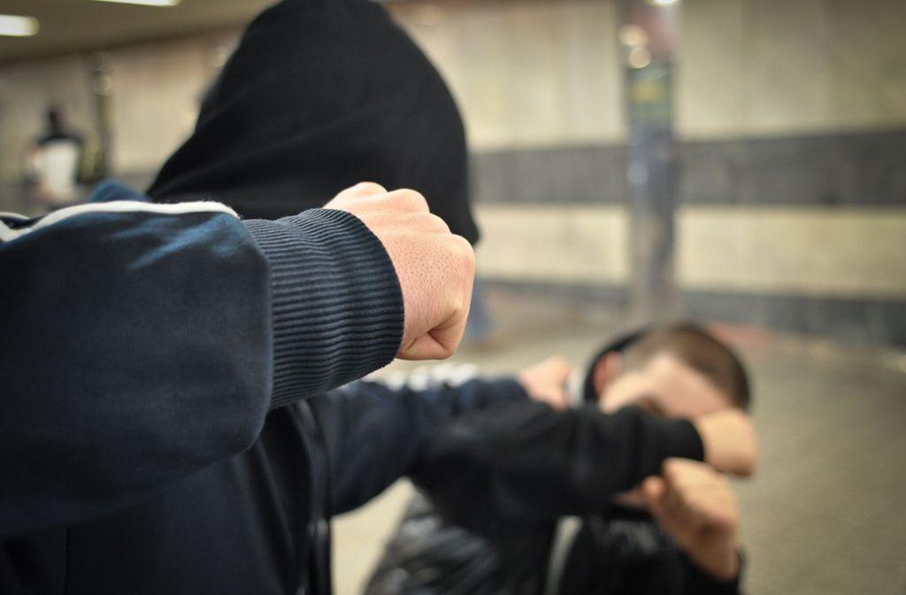 Am Bahnhof Schorndorf ist ein Jugendlicher attackiert und verletzt worden. Foto: StZN/Weingand