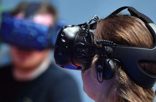 Bühnen setzen auf Bezahlvideos und VR-Brillen