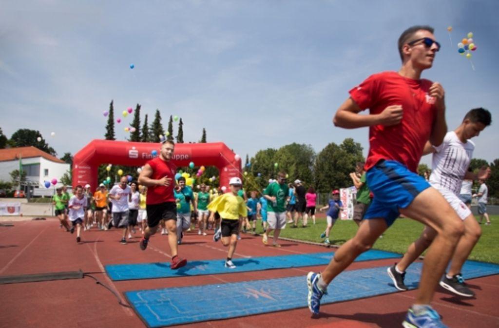 Trotz  der Hitze haben  so viele Läufer wie noch nie am 24-Stunden-Lauf für Kinderrechte auf der Waldau teilgenommen. Weitere Bilder zeigt die folgende Fotostrecke. Foto: Lichtgut/Ines Rudel