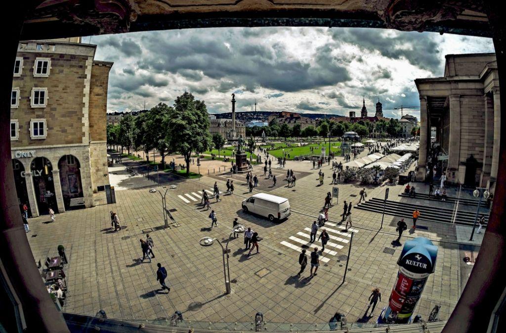 Auf der Königstraße werden derzeit weniger Menschen gezählt als früher. Foto: Lichtgut/Max Kovalenko
