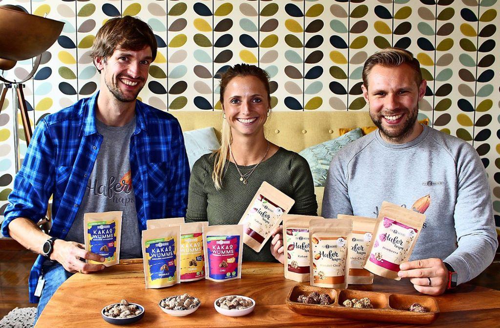 Georg Kramer, Susi Mannschreck und Matthias Molitor (v.l.) mit ihren Purmacherei-Produkten Foto: Caroline Holowiecki