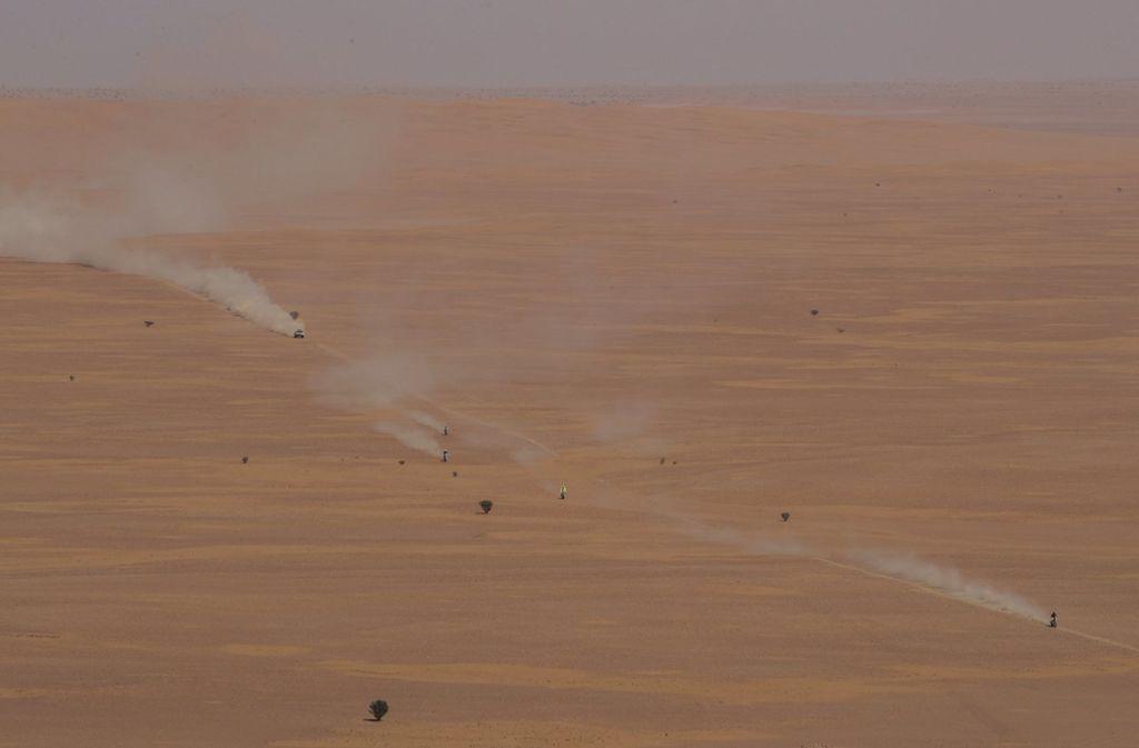 ... doch draußen in der Wüste ist sich jeder zunächst selbst der Nächste. Foto: AP