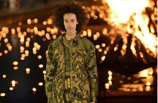 Modehaus zeigt Kleidung für Powerfrauen in Marrakesch