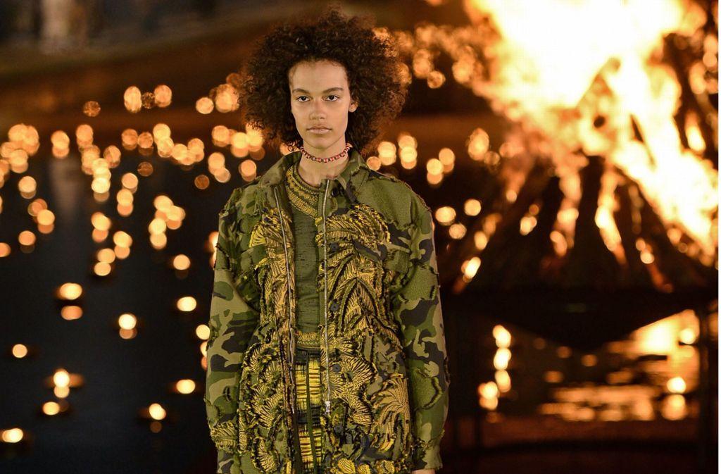 Exotisches vor feuriger Kulisse präsentierte die Dior Cruise in Marrakesch. Foto: AFP