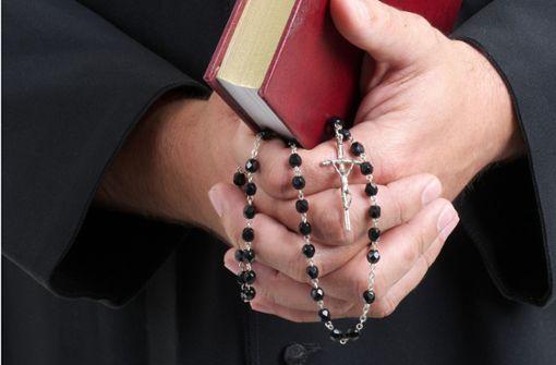 Kinder, die es nicht geben dürfte – Wenn Priester Väter sind