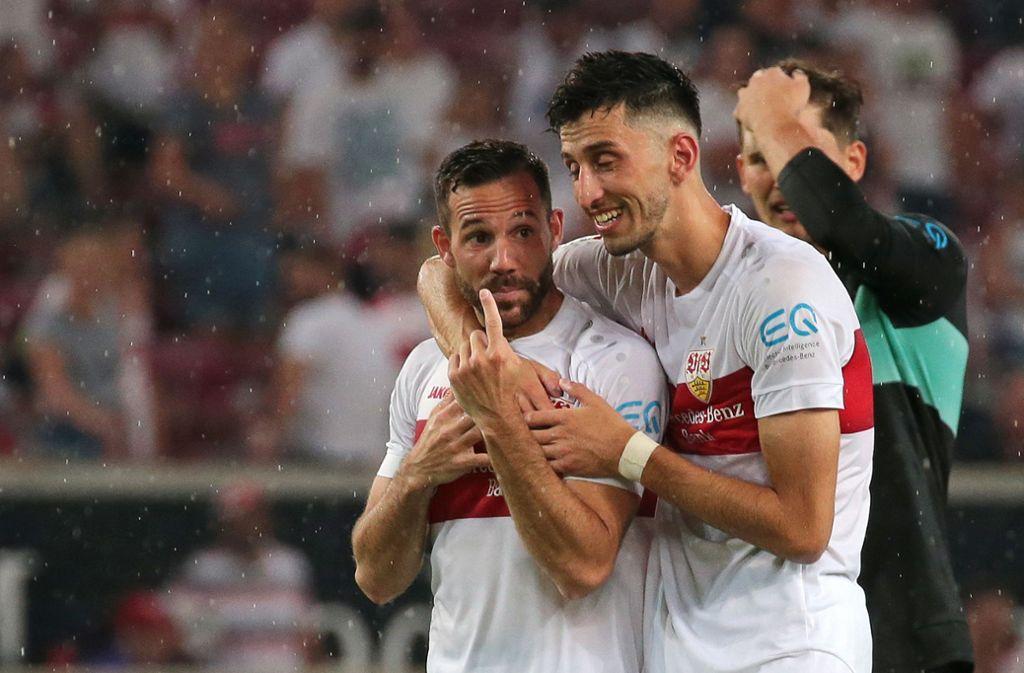 Glückliche VfB-Spieler nach dem Sieg gegen Hannover 96. Foto: Pressefoto Baumann