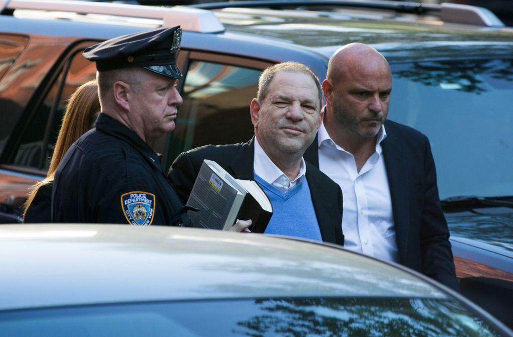 Harvey Weinstein wird in New York von der Polizei verhaftet, nachdem er sich gestellt hat. Foto: GETTY IMAGES NORTH AMERICA