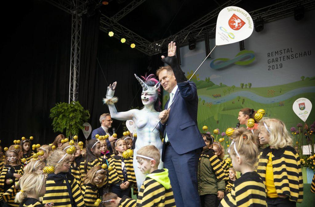 Ein Hingucker: das Schwäbisch Gmünder Einhorn und viele kleine Bienchen. Der Landesvater hielt die Eröffnungsrede. Foto: