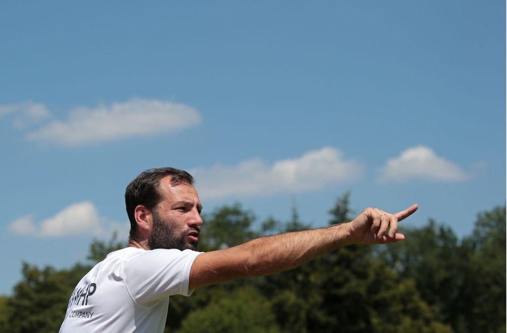 Es gibt nur eine Richtung: Die heißt für Tobias Flitsch und die Kickers Aufstieg in die Regionalliga – der neue Trainer freut sich auf die Herausforderung. Foto: Baumann