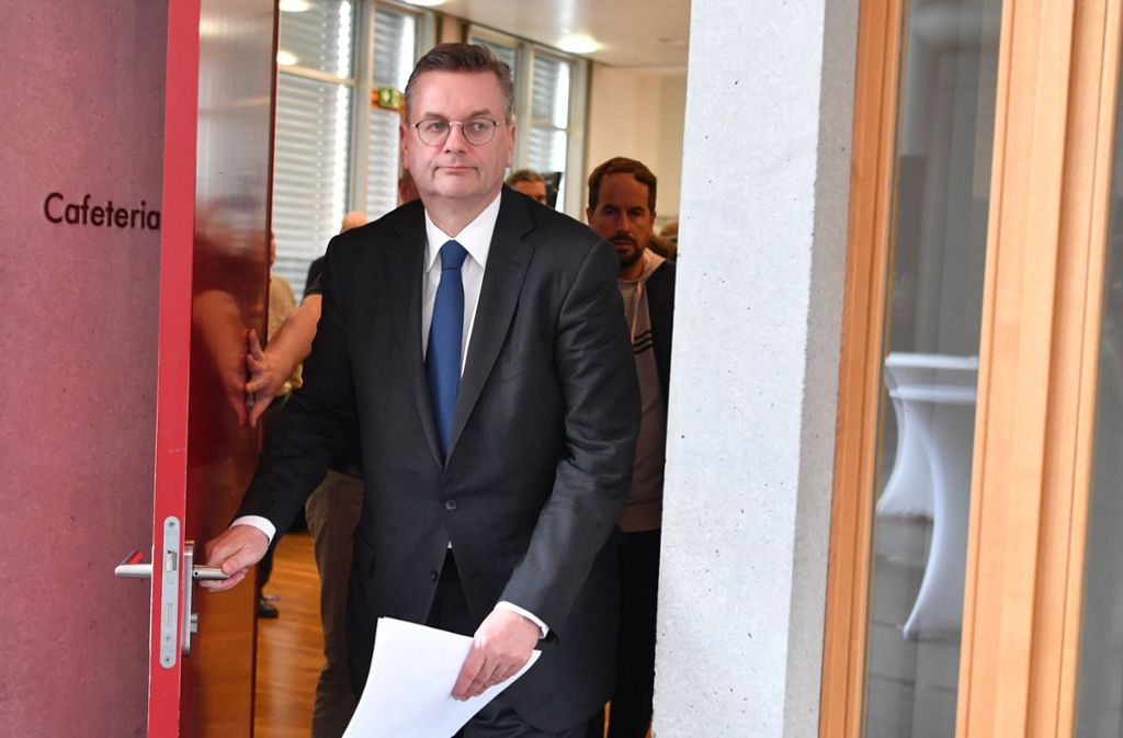Der scheidende DFB-Präsident Reinhard Grindel Foto: dpa