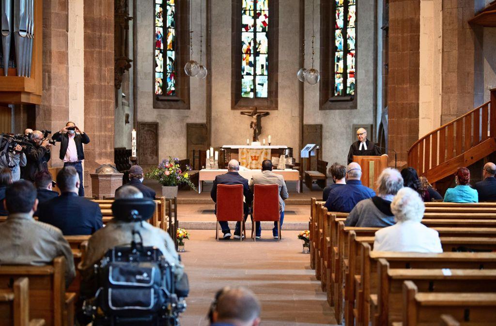 Vor zwei Wochen ist in der Stuttgarter Leonhardskirche das erste schwule Paar gesegnet worden. Foto: Martin Stollberg