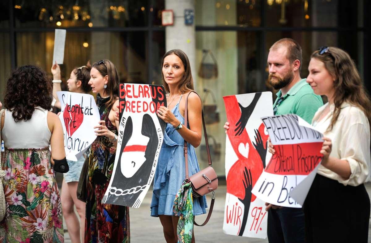 Freiheit für Belarus fordern die Demonstranten auf der Königstraße. Foto: Lichtgut/Max Kovalenko