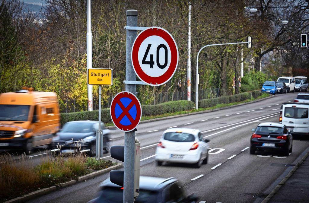 An der Neuen Weinsteige gilt nun – wie an vielen anderen Straßen –  Tempo 40. Foto: Lichtgut/Zweygarth