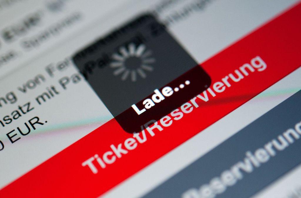 Das Ticket in der App verdrängt nach und nach den Ausdruck. Foto: dpa/Sebastian Gollnow