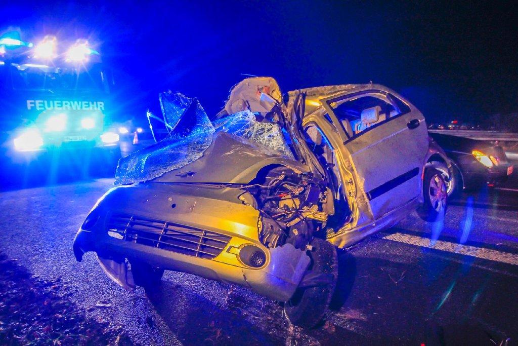 Bei einem Unfall auf der A81 ist eine 27-jährige Autofahrerin nahe der Anschlussstelle Untergruppenbach (Kreis Heilbronn) zwischen Würzburg und Stuttgart tödlich verunglückt. Foto: www.7aktuell.de/Karsten Schmalz