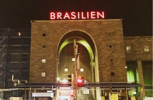"""Warum am Hauptbahnhof eine riesige """"Brasilien""""-Aufschrift prangt"""