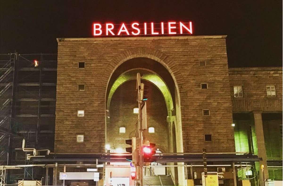 Brasilien steht auf einem großen Schriftzug am Stuttgarter Hauptbahnhof Foto: StZN/Jonas Schöll