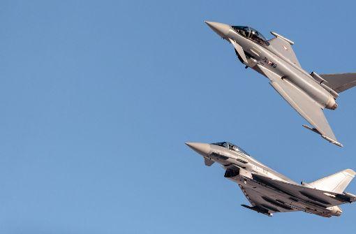 Zwei Eurofighter wurden am Samstagabend in die Luft geschickt, um ein Passagierflugzeug, zu dem der Funkkontakt abgebrochen war, zu begleiten. (Symbolbild) Foto: EXPA