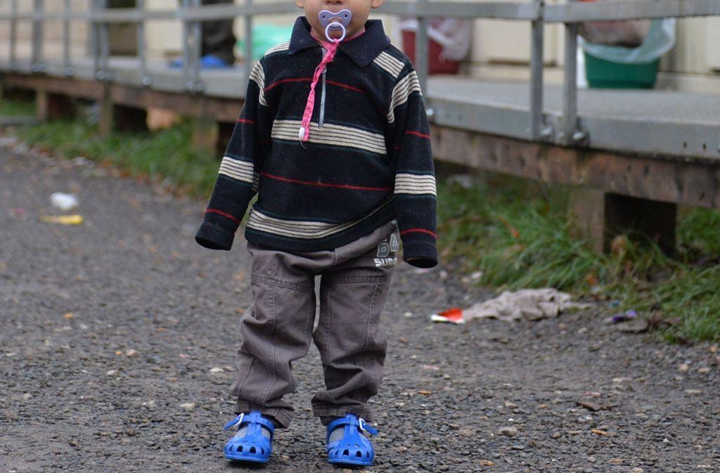 Allein war ein Kleinkind mitten auf einer Bundesstraße spazieren gegangen (Symbolfoto). Foto: dpa