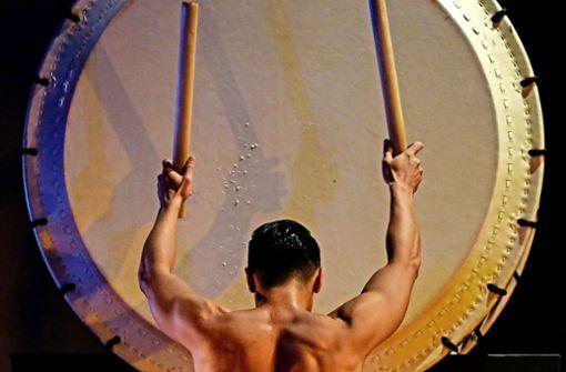 """Beim Ensemble Kodo steht die Verehrung der alten japanischen Kunst des Trommelspiels im Mittelpunkt. Die """"Kinder der Trommeln"""" sind am 28. März im Stuttgarter Theaterhaus zu sehen."""