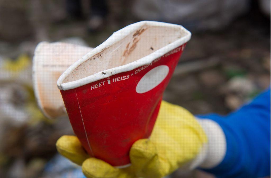 Immer mehr Städte in Baden-Württemberg gehen gegen Wegwerfbecher für Coffee-to-go vor. Foto: dpa