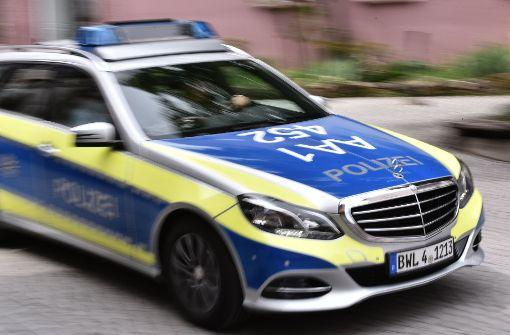 Auto durchbricht Parkhaus-Schranke